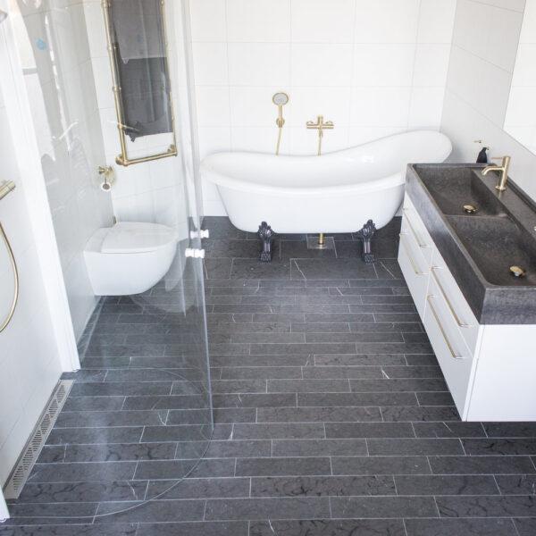 Svart Jämtlandskalksten i badrum