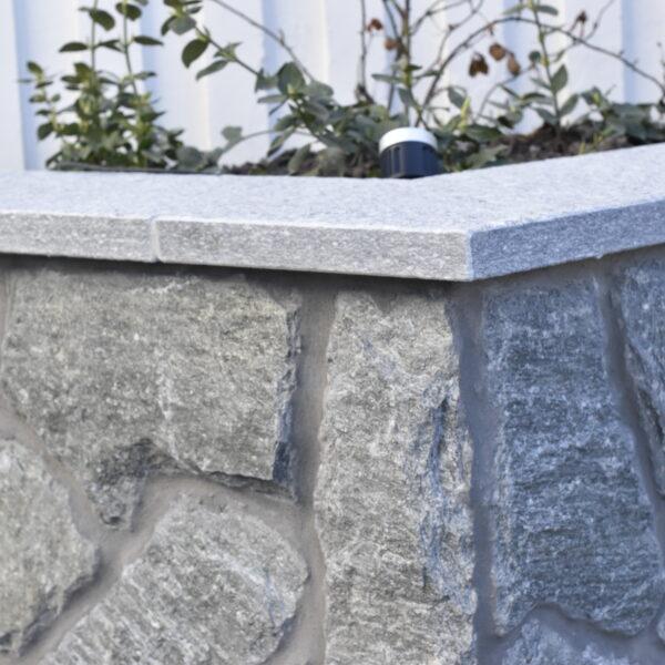 Mur och murabtäckning i Luserna Gnejs