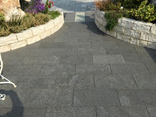 Flammad/borstad granit G654