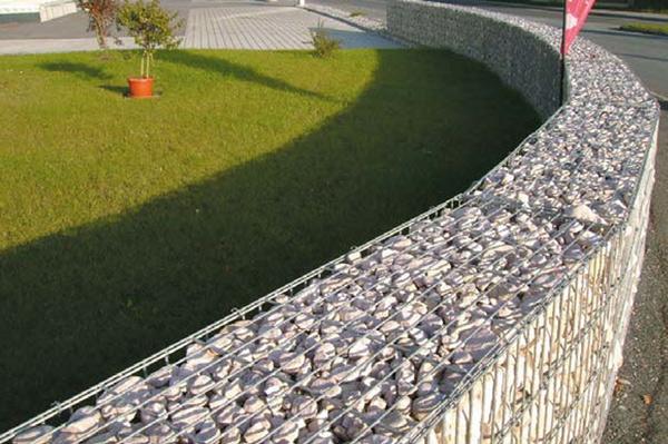 Naturstenskross i gabion