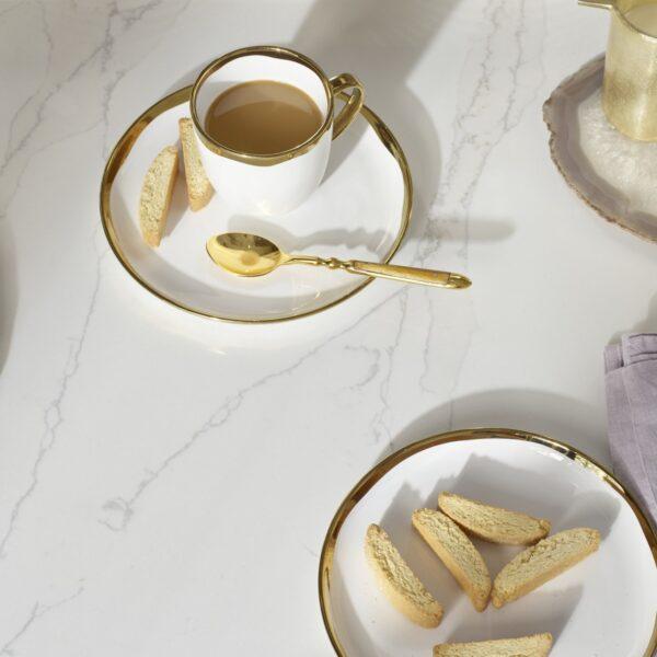 Bänkskiva gjord av Eternal Calacatta Gold