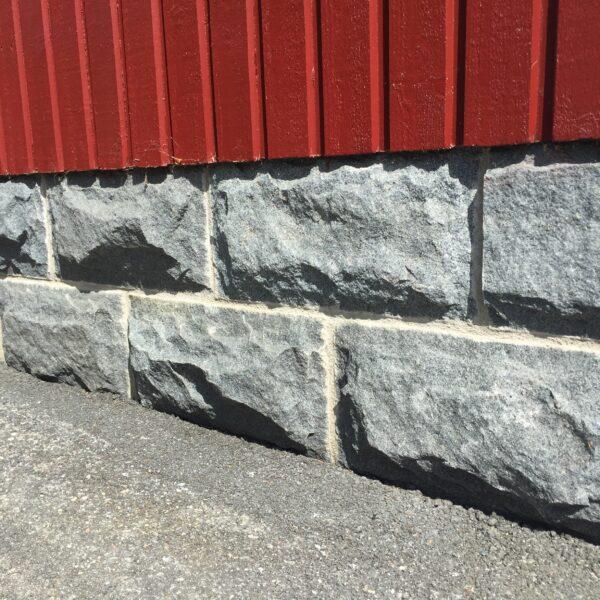 Murbeklädnad granit