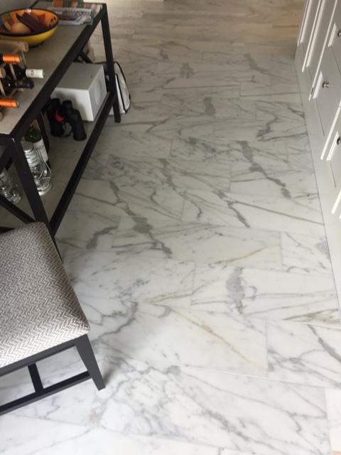 Marmor Calacatta till golv